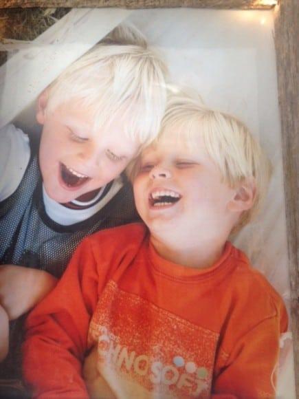 Killarna Charlie och Max, tre och fyra år.