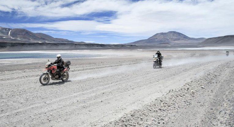 Fortfarande på ca 4000 m och vägarna kan lika gärna kallas stenöken.