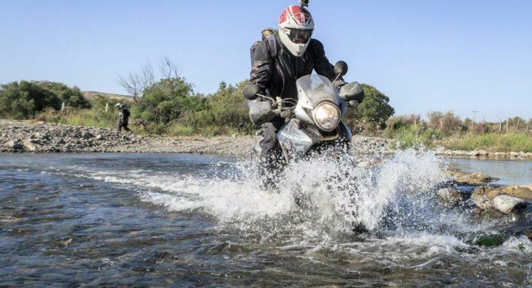 En flodövergång som alltid är lite extra spännande då man inte vet hur stora stenar som ligger var.