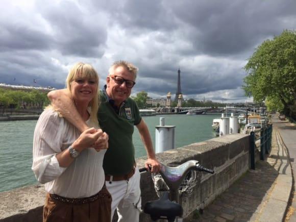 Monika och jag är på vuxenhelg i Paris